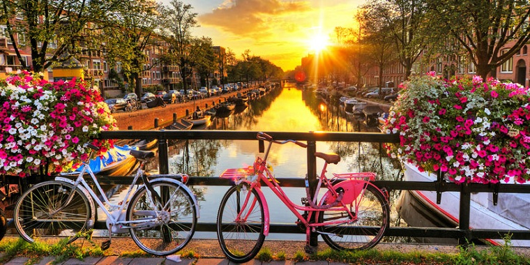 cycling-city-bikes-amsterdam-holland