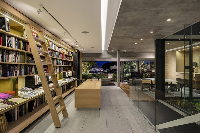 "Saota-KLOOF-119A-library ""width ="" 760 ""height ="" 507 ""srcset ="" https://casaydiseno.com/wp-content/uploads/2019/ 04 / Saota-KLOOF-119A-Biblioteca.jpg 760w, https://casaydiseno.com/wp-content/uploads/2019/04/Saota-KLOOF-119A-biblioteca-720x480.jpg 720w ""tamanhos ="" (max- Largura: 760px) 100vw, 760px ""/> </p> <p style="