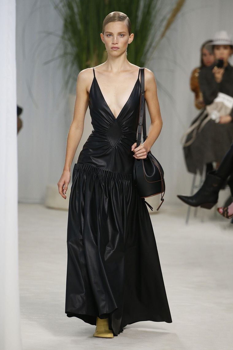 trend-summer-Loewe-2020-color-black