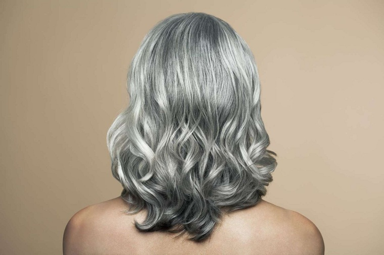 "tips-trend-hair-salt-pepper ""width ="" 760 ""height ="" 506 ""srcset ="" https://casaydiseno.com/wp-content/uploads/2021/03/consejos-tendencia-cabello-sal - pimienta.jpeg 760w, https://casaydiseno.com/wp-content/uploads/2021/03/consejos-tendencia-cabello-sal-pimienta-720x480.jpeg 720w ""tamanhos ="" (largura máxima: 760px) 100vw, 760px ""/> </p> <p style="