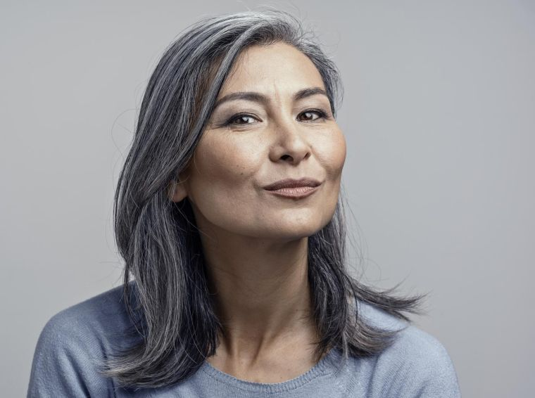 color-hair-50-year-old-woman-gray-color