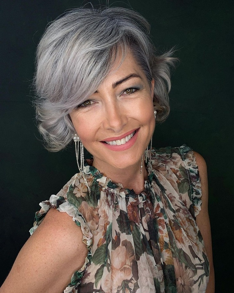 trends-2021-grey-hair-color